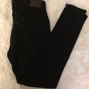 Black skinny Levi jeans